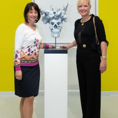 director nina katschnig (l.) with sculptress julia hanzl (r.)